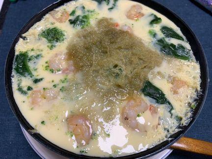 ブロッコリー、ほうれん草、鶏肉、うどん半玉、エビ、とろろを入れた茶碗蒸し