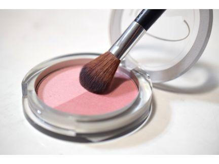 化粧品チークのコンパクトの写真