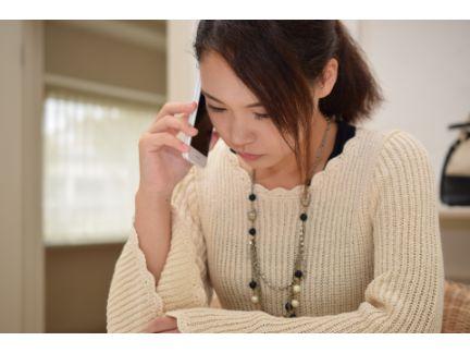 電話している女性の写真
