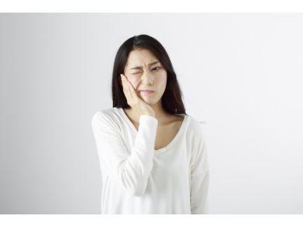 歯が痛い女性の写真