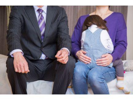両親と子供の写真
