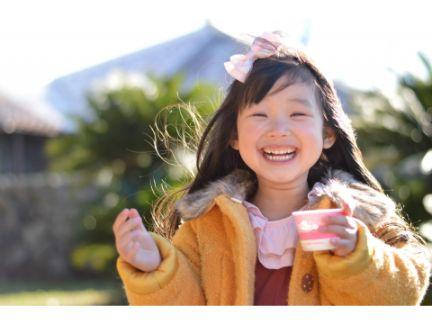 満面の笑みを浮かべる女の子の写真