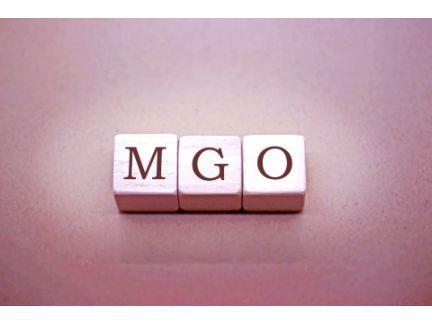 木製のブロックに「MGO」と記載された写真