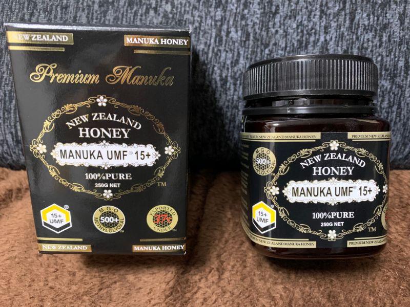 マヌカハニーの箱とパッケージの写真
