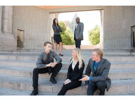 相談するビジネスチームの写真