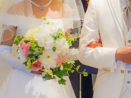 結婚式の男女の写真