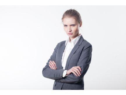怒っている女性の写真