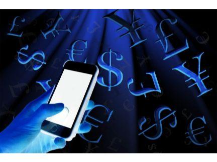 スマホから詐欺にあったイメージとしてお金のマークが飛び出す写真