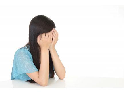 泣いている女性の写真