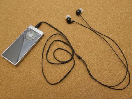 MP3プレイヤーとイヤホンの写真