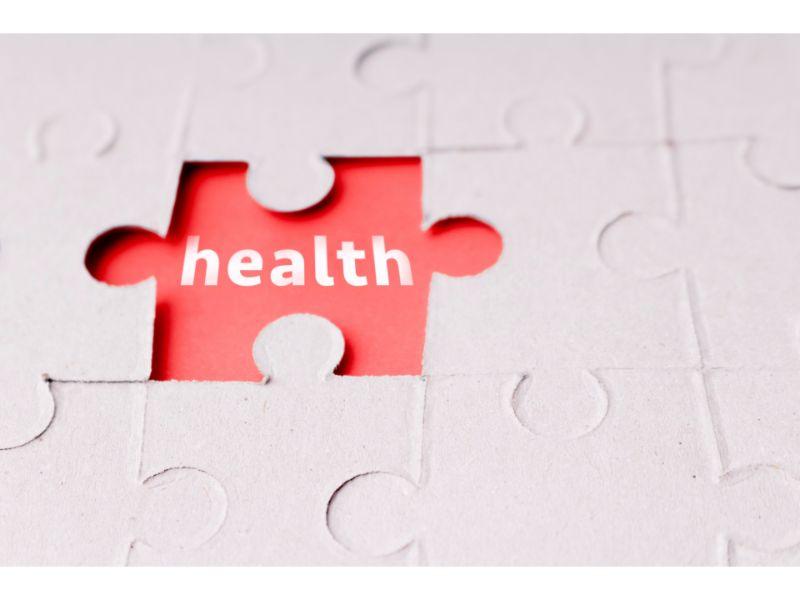 ジグソーパズルの空いているピースに『health』と書かれた写真