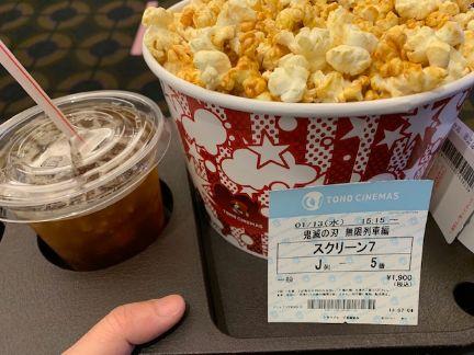 ポップコーンとドリンク・映画チケットの写真