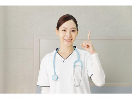 笑顔の女医の写真