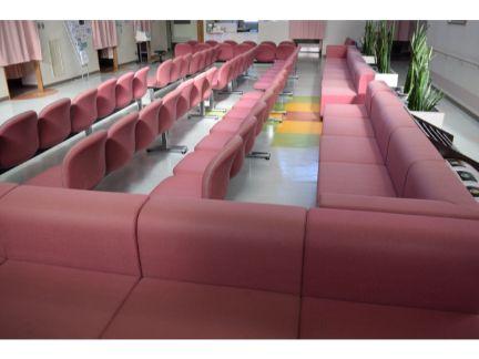総合病院の待合室の写真