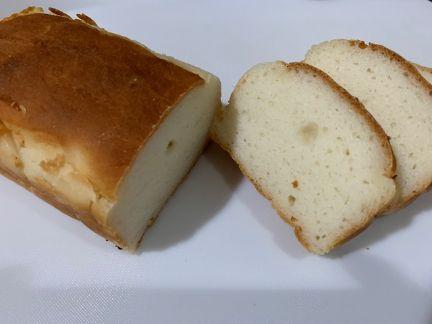 焼き上がった米粉パンの写真